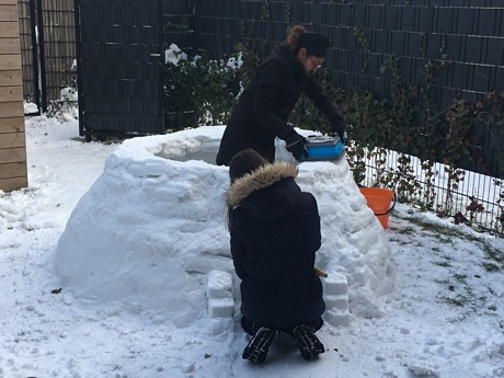 Alice and Esme working on the igloo